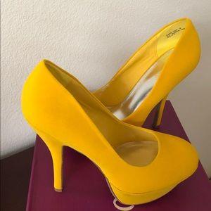 Bamboo yellow heels size 8